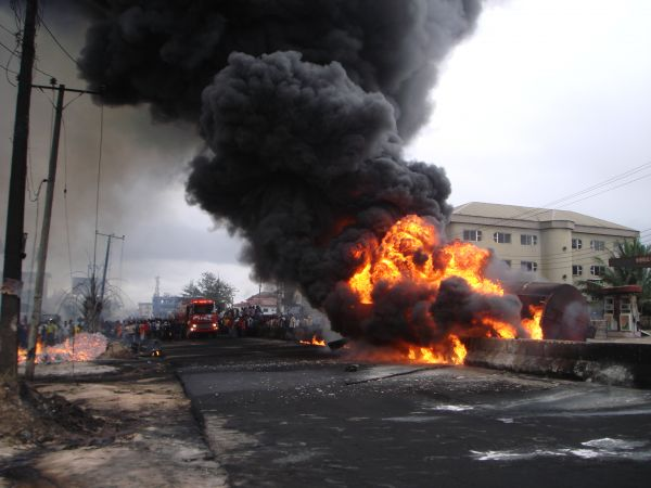 Fire rages along Aba-Owerri Road