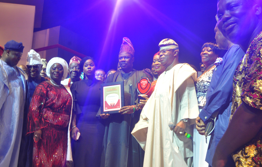Vanguard Governor of the year 2015 award .Governor of Ogun state Governor Ibikunle Amosun, Chairman Honeywell Group of Companies Oba Otudeko, while others watch
